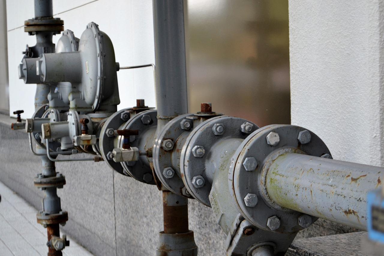 https://nolascoplumbing.com/wp-content/uploads/2021/07/water-pipe-2852047_1280.jpg